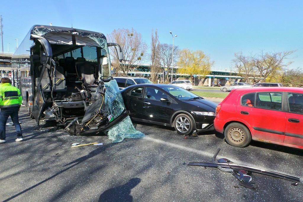 Wypadek na Wisłostradzie z udziałem autokaru Legii