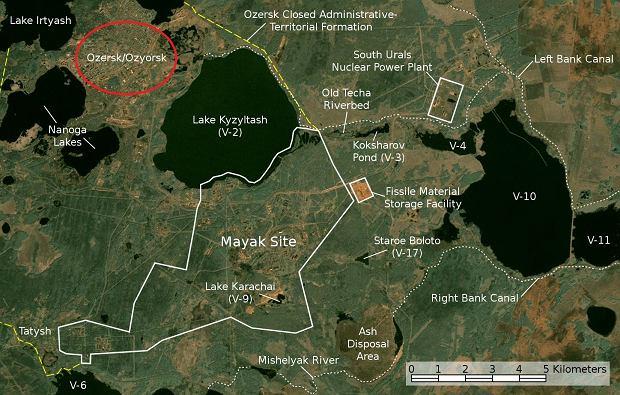 Oziorsk (zaznaczony czerwonym kółkiem) i sąsiedni kompleks nuklearny Majak