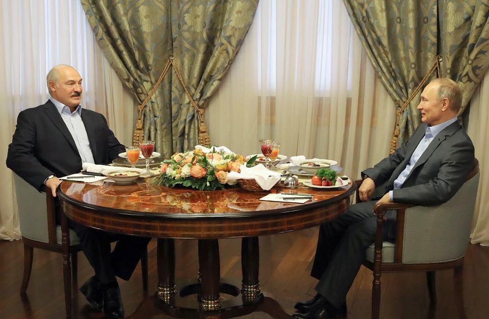 Jeśli Moskwa nie odblokuje dostaw do białoruskich rafinerii, Białoruś sięgnie po przesyłaną tranzytem rosyjską ropę naftową - zapowiedział prezydent Białorusi Aleksander Łukaszenka