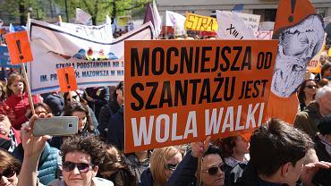Manifestacja pod MEN. Trwa ogólnopolski strajk nauczycieli. Warszawa, 23 kwietnia 2019