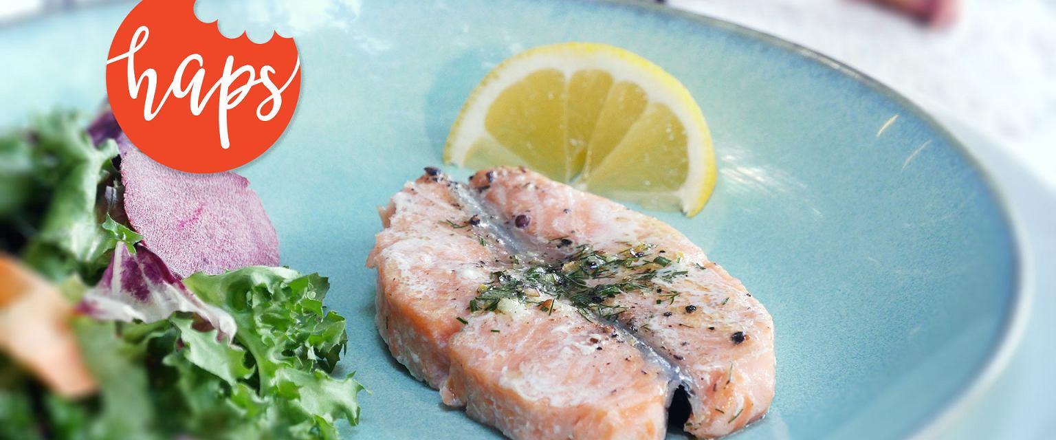 Steki z łososia z grilla z masłem ziołowym