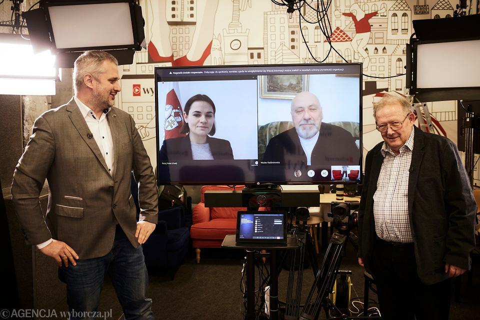 Od lewej: Bartosz Wieliński, Swiatłana Cichanouska, Wacław Radziwinowicz i Adam Michnik podczas spotkania online w Klubie Gazety Wyborczej.