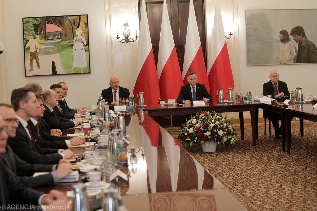 YSpotkanie w Warszawie prezydenta Andrzeja Dudy z przedstawicielami instytucji finansowych
