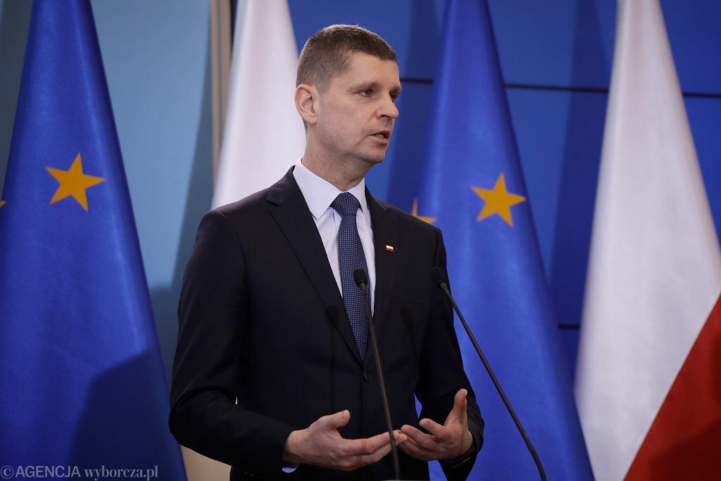 Dariusz Piontkowski. Minister Edukacji Narodowej. Koronawius. Funkcjonowanie szkół.