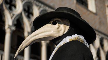 Doktor Dżuma - tradycyjne przebranie na karnawał w Wenecji. Nazywano tak lekarzy pomagających chorym podczas epidemii dżumy w XVII-XVIII w.