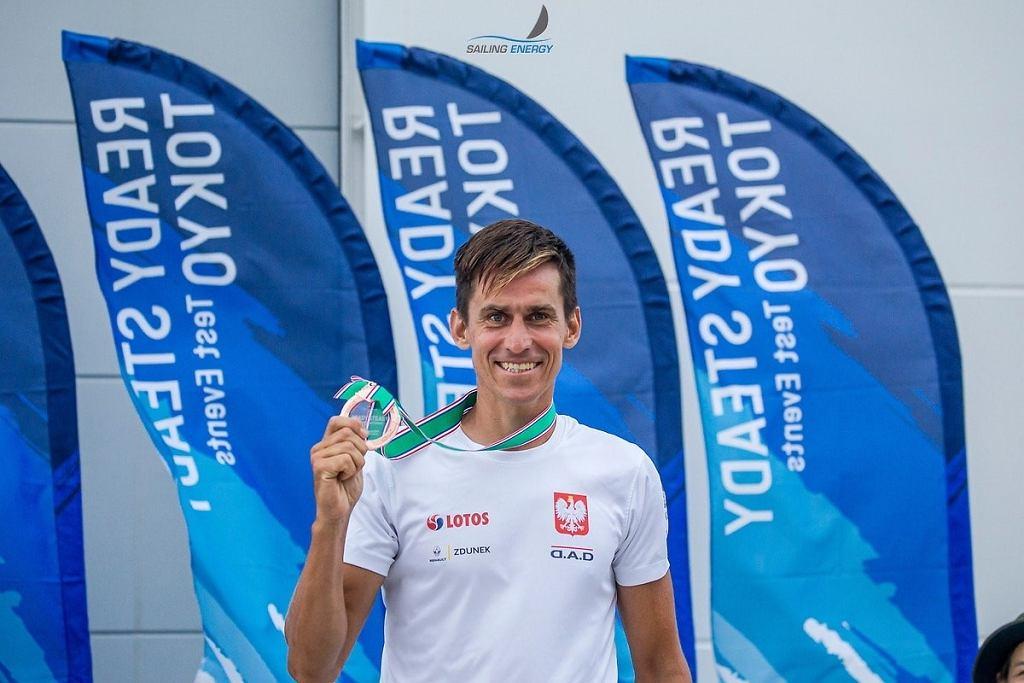 Piotr Myszka z brązowym medalem ubiegłorocznych regat przedolimpijskich w Tokio