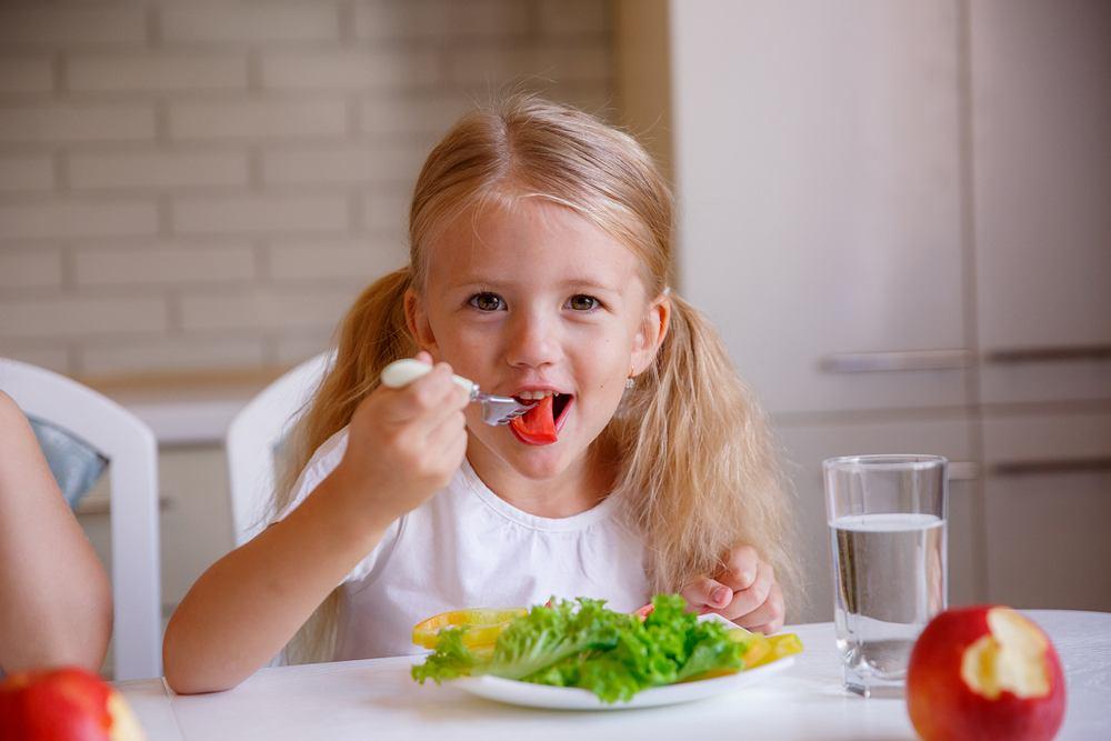 Wspomóż organizm w okresie wiosennego przesilenia. Do domowej rutyny dołóż suplementy na wsparcie odporności i pracy gardła swojego dziecka