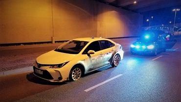 Pijany kierowca jechał Toyotą bez przedniej opony, Wrocław
