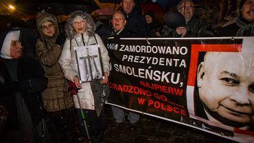 W Krakowie i Warszawie obchodzono w środę 70. miesięcznicę smoleńską