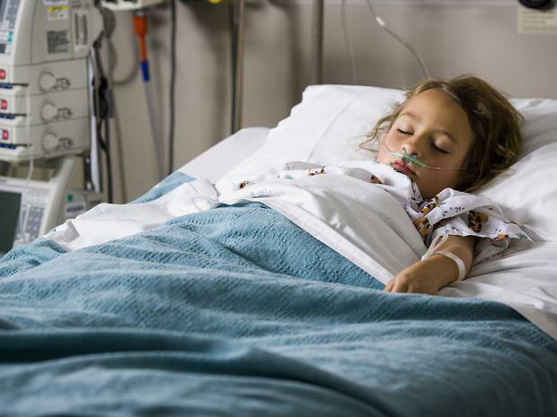 Grypa groźniejsza niż koronawirus? Ryzyko powikłań u dzieci jest większe w przypadku grypy sezonowej