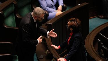 Grzegorz Braun wykluczony z obrad Sejmu za brak maseczki