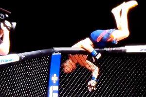 Tony Ferguson został zdemolowany na UFC 249! Sędzia musiał wkroczyć do akcji [WIDEO]