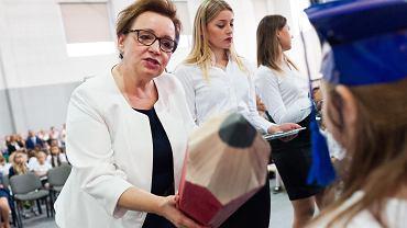 Minister edukacji w rządzie PiS Anna Zalewska będzie walczyć o mandat do PE. Tak zdecydował komitet polityczny. One będzie jedyną, a Beata Kempa - numerem dwa na liście.