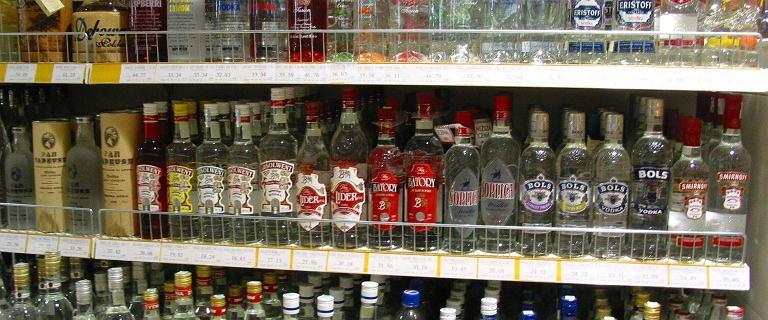 Lubelszczyzna. Urzędnicy zakazali sprzedaży alkoholu, bo przyjeżdża biskup