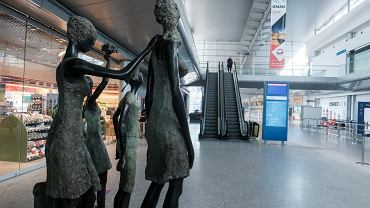 Lotnisko Ławica w Poznaniu otwiera się po przerwie - terminal pasażerski