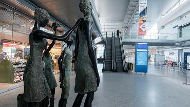 Lotnisko Ławica w czasie pandemii świeci pustkami