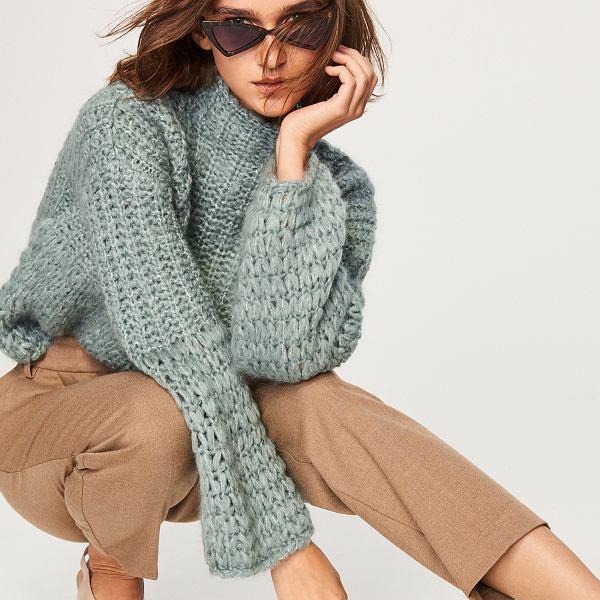 sweter z wysoką stójką