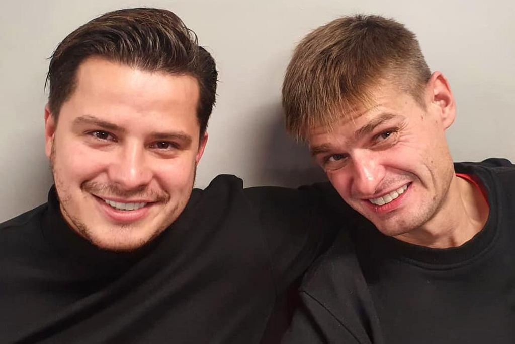 Bracia Collins, Tomasz Komenda