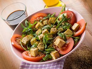 Salatka Z Tofu W Sezamie