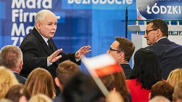 Prezes PiS Jarosław Kaczyński i jego partyjny podwładny, premier Mateusz Morawiecki podczas konwencji Prawa I Sprawiedliwości w Łodzi. 29 września 2018