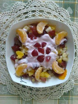 Sałatka karnawałowa bardzo owocowa