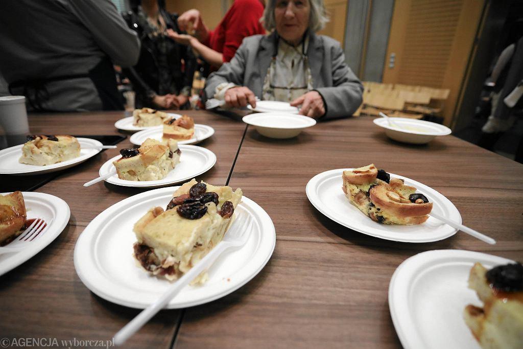 Podziel się posiłkiem z bezdomnymi