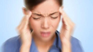 Silny ból głowy, zazwyczaj jednostronny i nasilający się nawet przy delikatnym dotyku może oznaczać nerwoból nerwu trójdzielnego