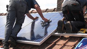 Montaż baterii słonecznych