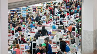 Zakaz handlu w niedziele obejmuje sklepy w galeriach handlowych, jeśli za ladą nie będzie stał ich właściciel lub niezatrudnieni członkowie rodziny.