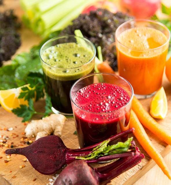 Świeżo wyciskany sok z warzyw lub owoców stanowi świetne uzupełnienie codziennej codziennej diety