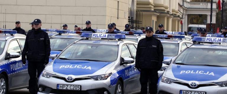 Policjanci dostali 37 nowych radiowozów. Ekologicznych, bo z hybrydowym napędem