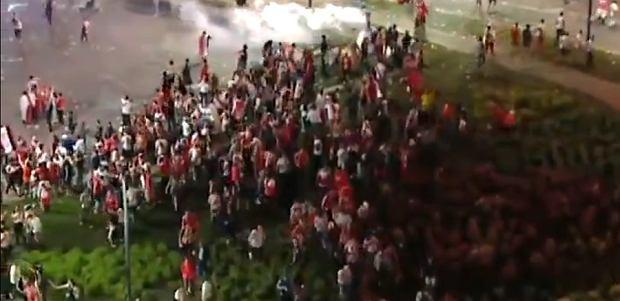 Zdjęcie numer 2 w galerii - Zamieszki na ulicach Buenos Aires po meczu River Plate - Boca Juniors