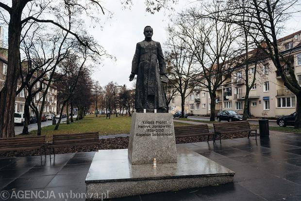 Pomnik kapelana ' Solidarności ' księdza Henryka Jankowskiego w Gdańsku.