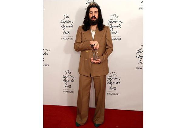 Alessandro Michele odbiera nagrodę za najlepszą markę roku Gucci