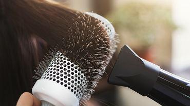 Te fryzury najbardziej postarzają i są dawno niemodne. Potrafią dodać nawet 15 lat (zdjęcie ilustracyjne)