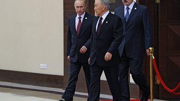 Władimir Putin i prezydecni Kazachstanu i Białorusi - Narsułtan Nazarbajew i Aleksander Łukaszenka na spotkaniu w sprawie utworzenia Unii Euroazjatyckiej