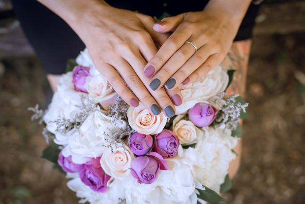Paznokcie ślubne. Zdjęcie ilustracyjne