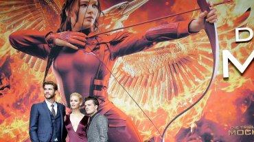"""""""Igrzyska śmierci: Kosogłos. Część 2"""" - premiera w Berlinie, na zdjęciu Liam Hemsworth, Jennifer Lawrence i Josh Hutcherson"""