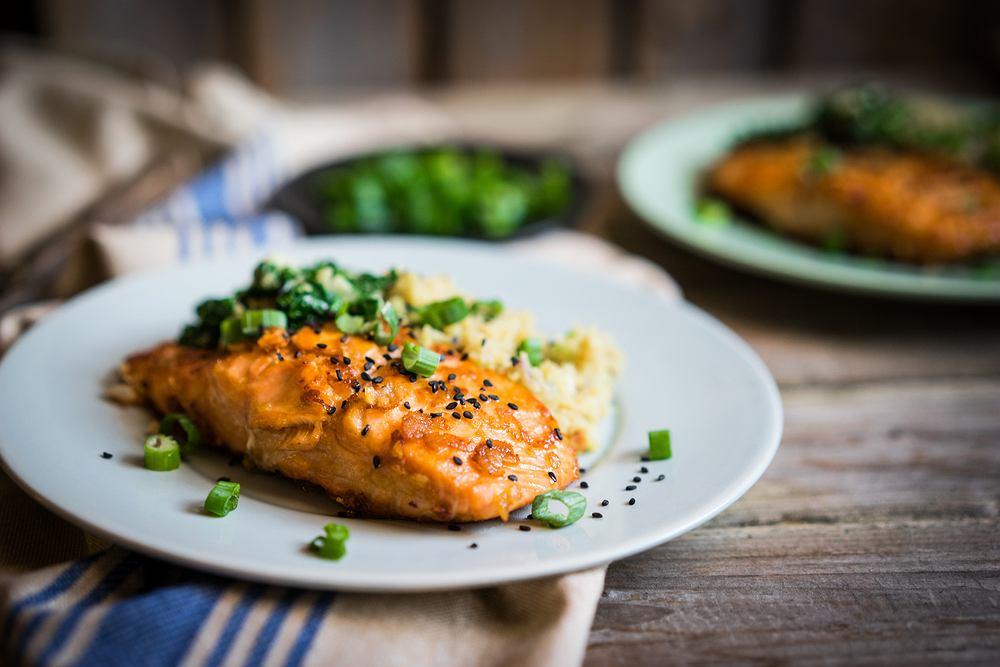 Łosoś to prawdziwy król wśród ryb. Choć jest jedną z najtłustszych ryb, zawiera ogromną ilość składników odżywczych