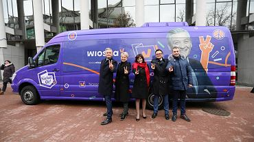 4.02.2019, Warszawa, autobus partii Wiosna Roberta Biedronia wyrusza w Polskę.