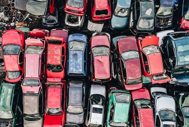 Dilerzy w pułapce unijnych przepisów. Zostaną z tysiącami samochodów do zezłomowania?