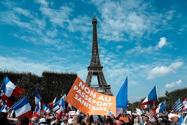 We francuskiej służbie zdrowia niezaszczepieni mają zawieszane umowy o pracę