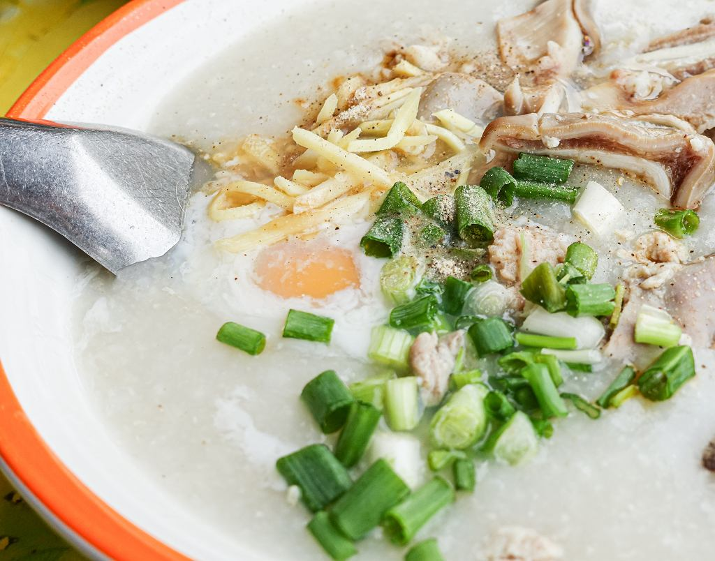Ryżanka, czyli kleik ryżowy z jakiem sadzonym boczniakami i podduszonymi warzywami