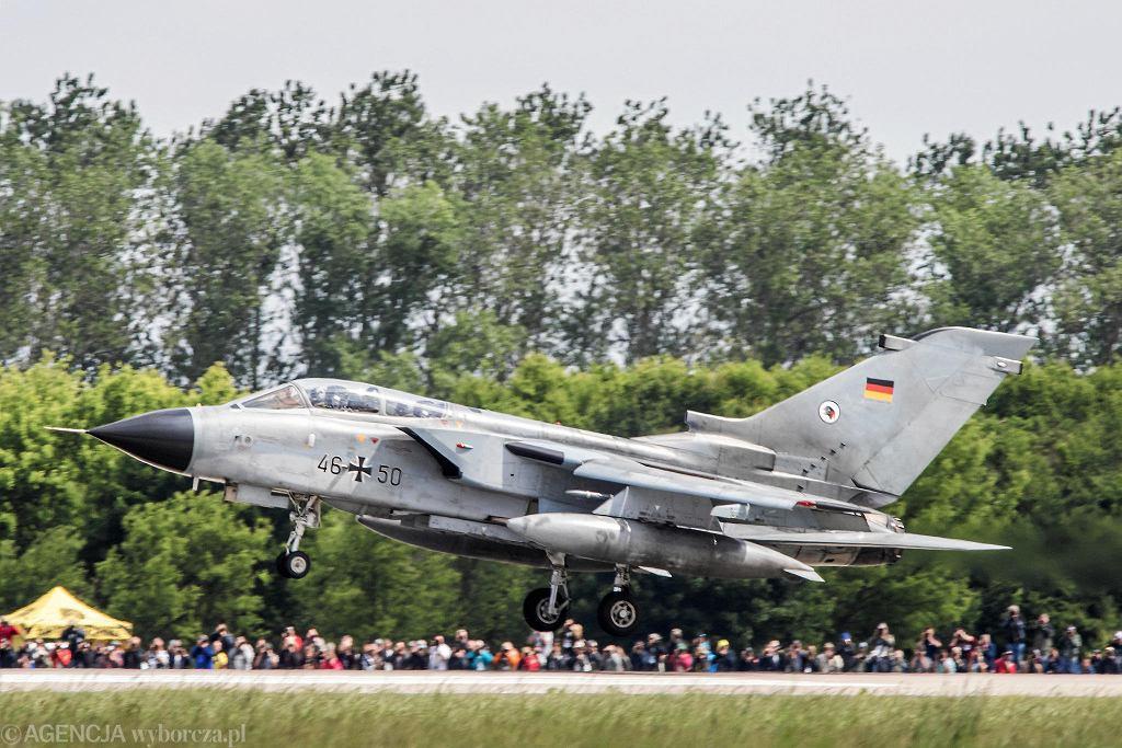Tornado na zlocie NATO Tiger Meet. To prestiżowe ćwiczenia, które pierwszy raz odbywają się w Polsce - na lotnisku wojskowym Poznań-Krzesiny. Podziwiać można ponad 20 eskadr z 13 krajów, jednostki łączy to, że w swoich godłach i malowaniach maszyn mają tygrysa. Oprócz F-16, w NATO Tiger Meet biorą udział m.in. Gripeny, Tornado czy Eurofighter Typhoon oraz śmigłowce. Myśliwce zostaną też zaprezentowane podczas Air Show w Poznaniu.