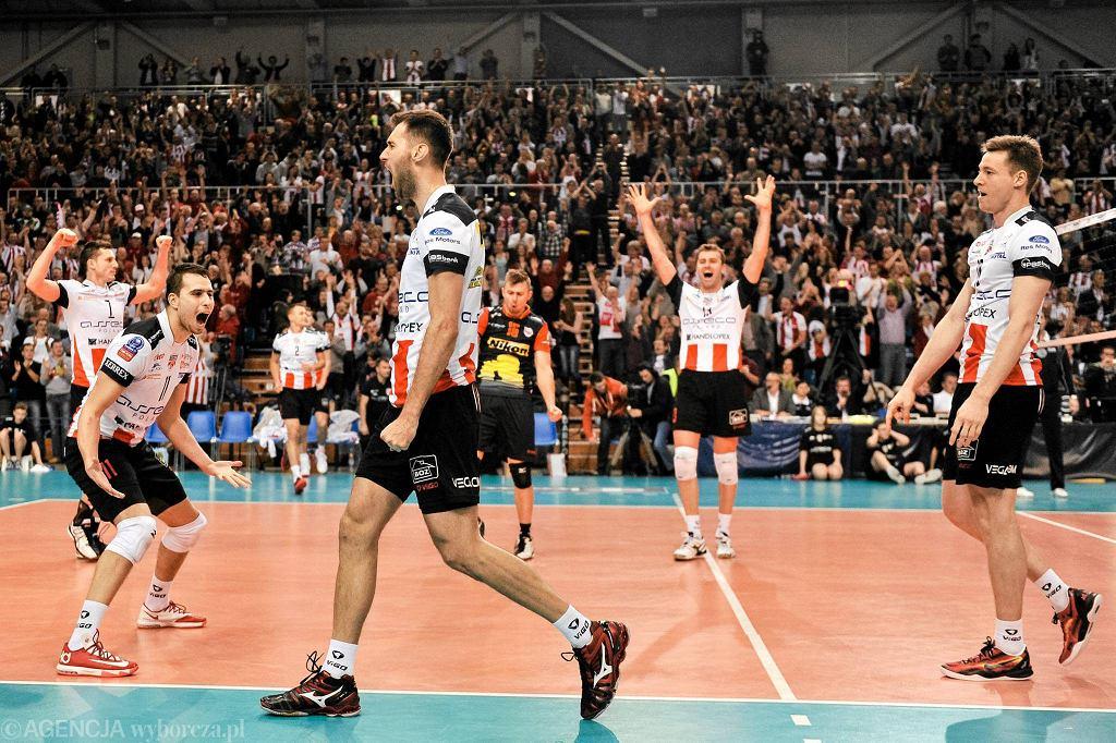 Liga Mistrzów. Asseco Resovia - Paris Volley 3:0. Grzegorz Kosok cieszy się po udanym bloku