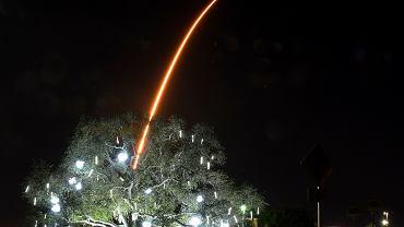 Start należącego do SpaceX Falcona 9 z satelitami Starlink na pokładzie