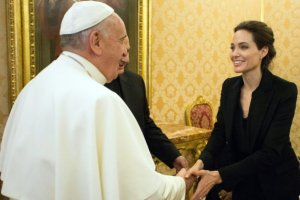 Papież Franciszek i Angelina Jolie