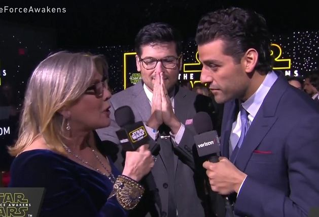 Carrie Fisher i Oscar Isaac udzielają wywiadu na premierze 'Gwiezdnych Wojen'