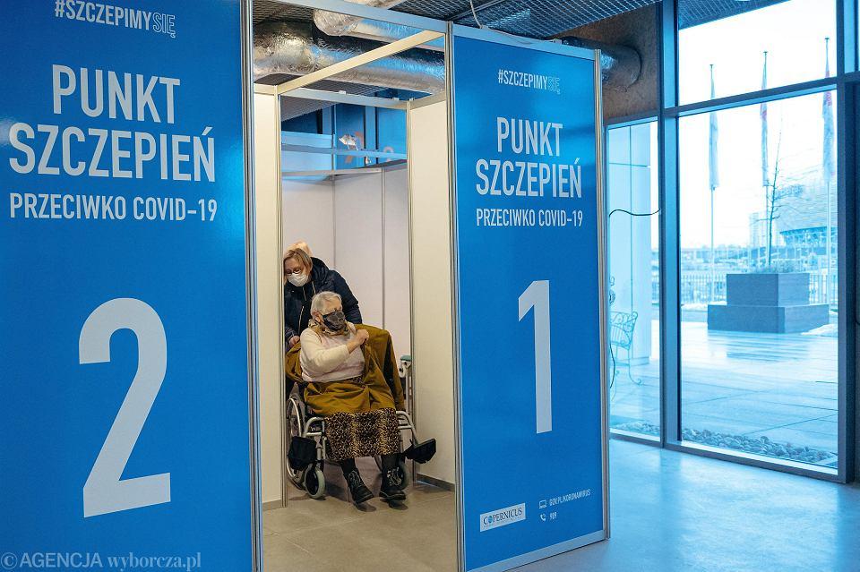 Gdańsk. W poniedziałek rozpoczęły się szczepienia na COVID-19 dla seniorów