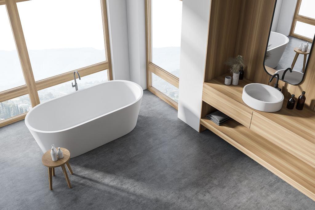 Projekt łazienki z wanną wolnostojącą.